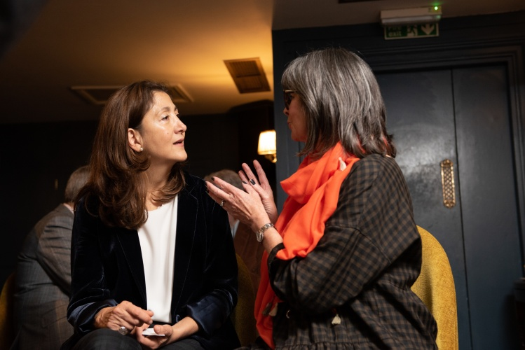 Former hostages join together to celebrate Ingrid Betancourt receiving award
