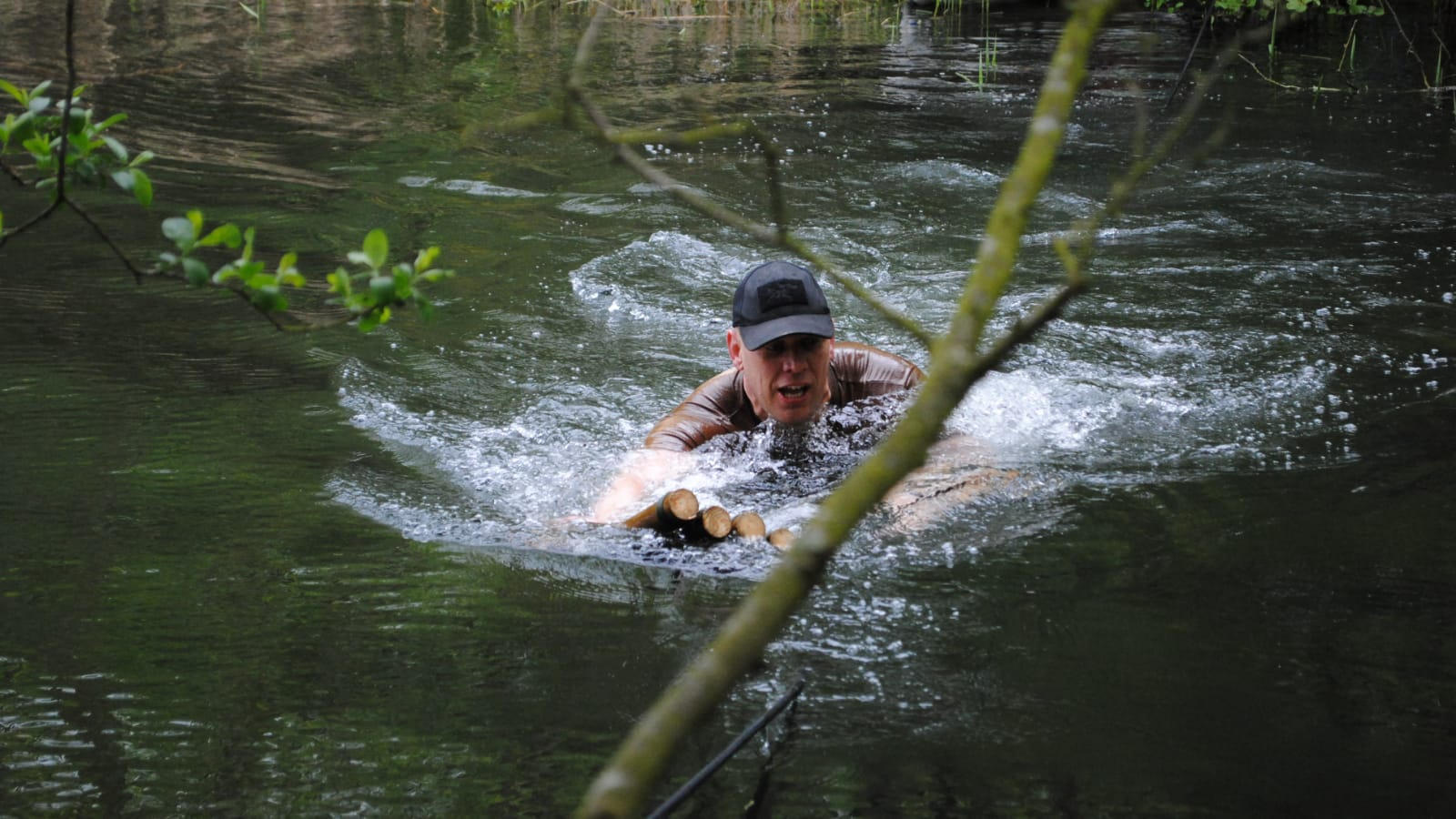 Met police officer is fundraising for Hostage International by taking on gruelling assault course
